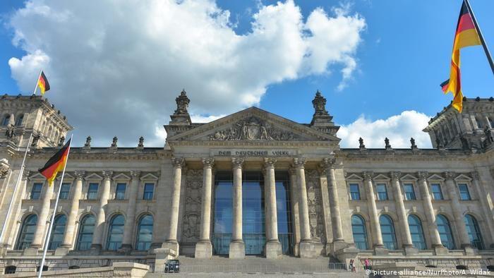 Германский Бундестаг приглашает студентов интересующихся политикой пройти практику в бюро немецкого депутата