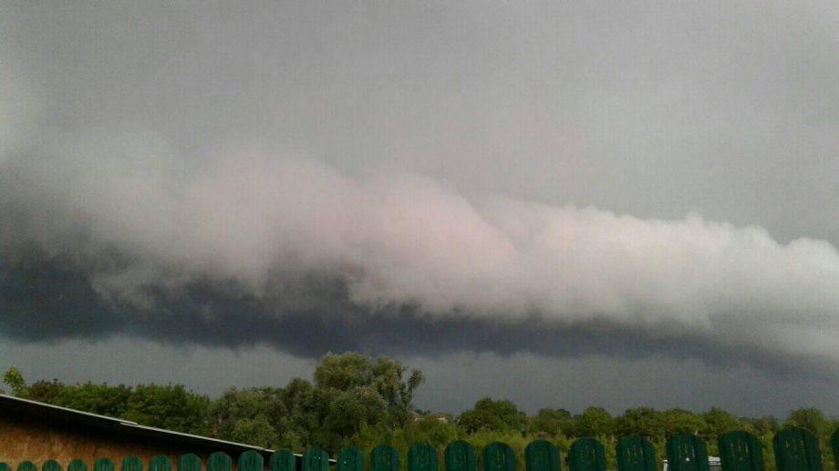 (фото) Грозы, ливень и угрюмые тучи. Как выглядит погода в Молдове в социальных сетях