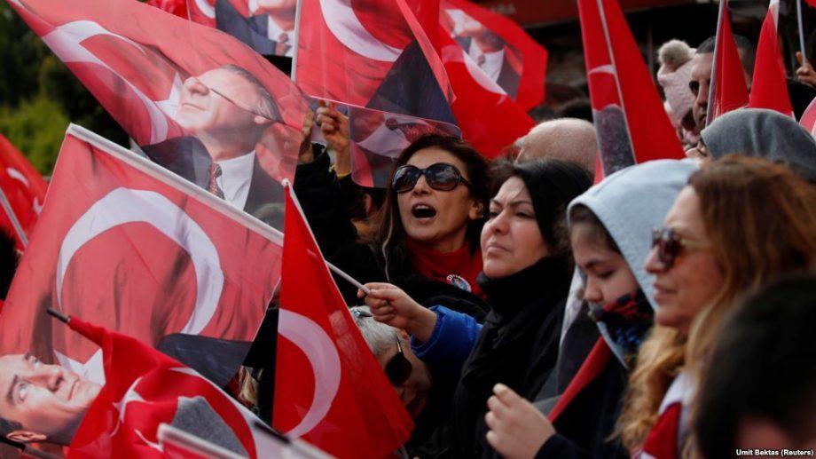 Турция: Оппозиционный кандидат выиграл выборы мэра Стамбула, а ЦИК отменил итоги