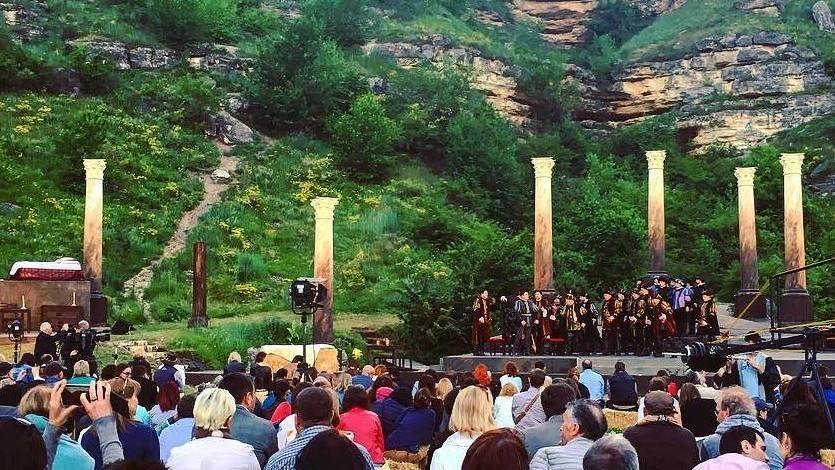 «DescOPERĂ» – единственный фестиваль классической музыки под открытым небом. Ознакомитесь с культурной программой