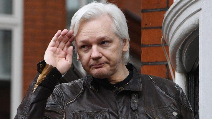 """""""Вы не сдались добровольно"""". Суд в Лондоне приговорил основателя Wikileaks, Джулиана Ассанжа, к году тюрьмы"""