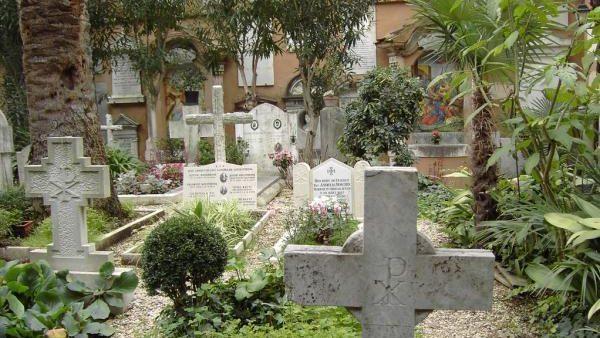 Вскрытые гробы на Тевтонском кладбище Ватикана оказались пустыми