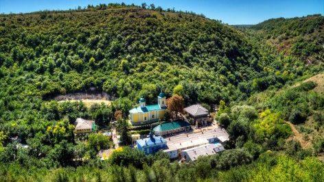 «Тяжеловес» ввинной индустрии: CNN включило Молдову в список стран, которые стоит посетить