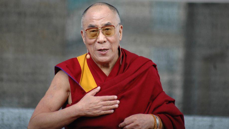 Далай-лама принес извинения за свой сексистский комментарий