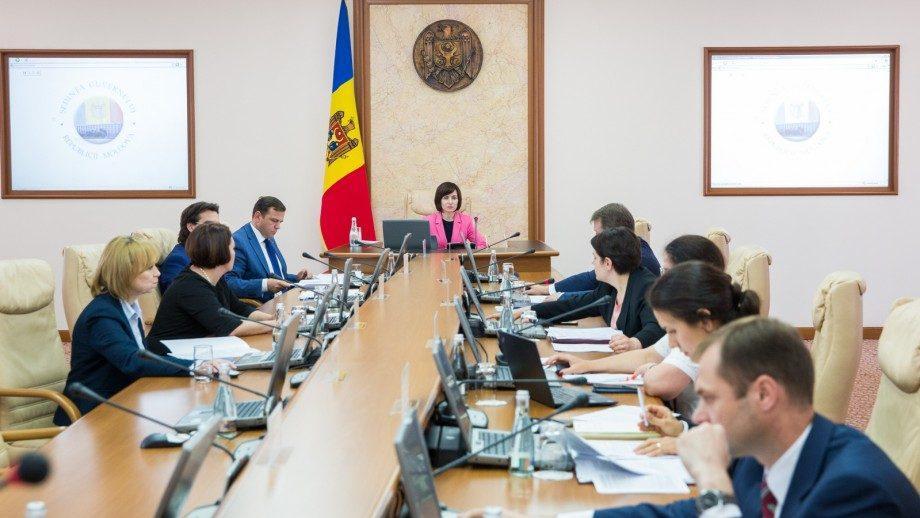 Кабмин уволил более 20 государственных секретарей из разных министерств