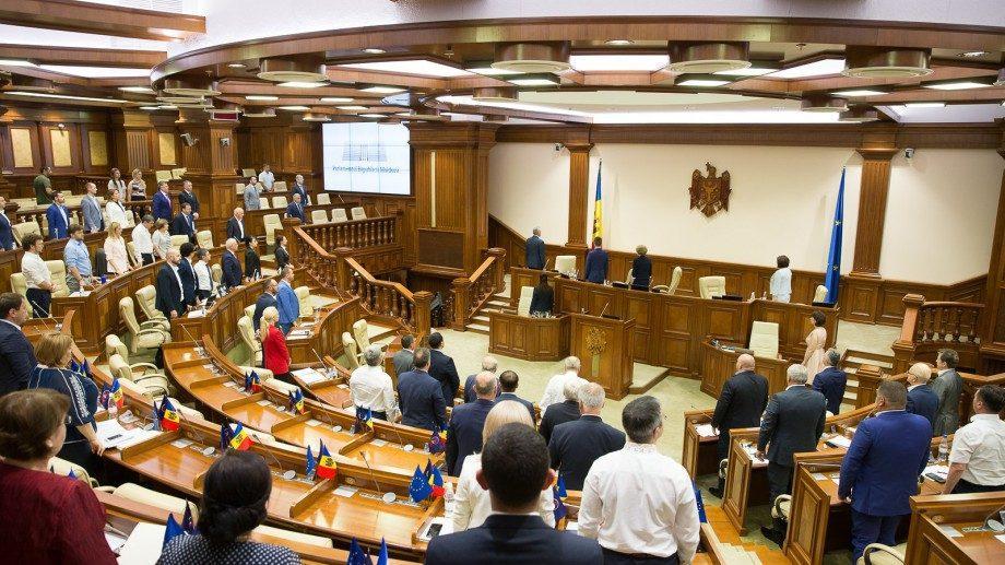 Завтра Парламент соберется на внеочередное заседание. Что войдет в повестку дня