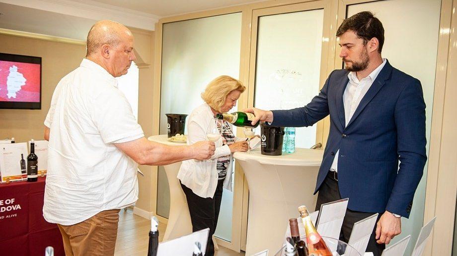 (фото) 12 лучших винных журналистов открыли для себя тайны молдавских вин