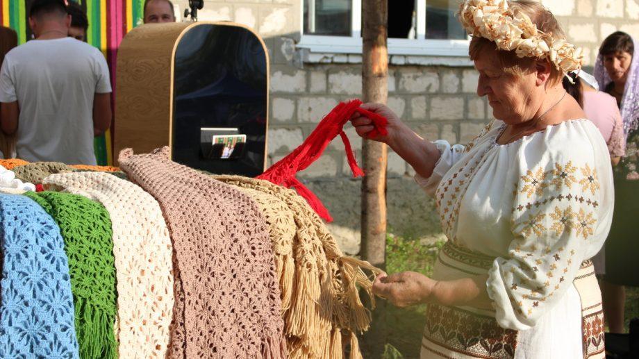 """(фото) Стражники, стрельба из лука и фрага. Как прошел фестиваль """"Taurul Negru de Cărbuna"""""""