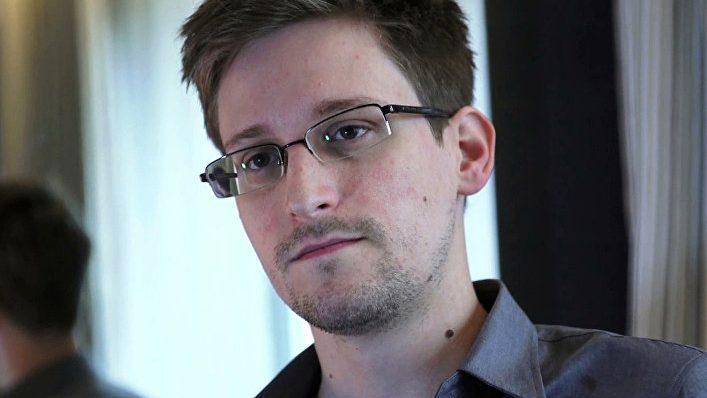 Власти США подали в суд на Сноудена и требуют, чтобы прибыль от его книги поступала американскому правительству
