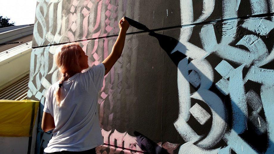 iZZY iZVNE представляла нашу страну сразу на четырех международных фестивалях уличного искусства