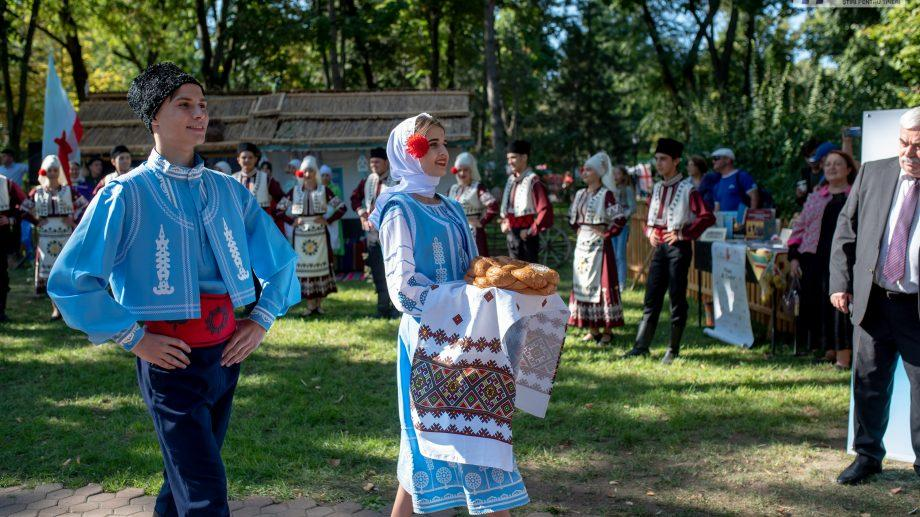 (фото) Фестиваль этносов в Кишиневе: национальные блюда, музыка, танцы и традиционные ремесла