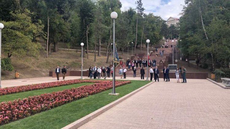 """(фото) В столичном парке """"Валя Морилор"""" открыли гранитную лестницу"""