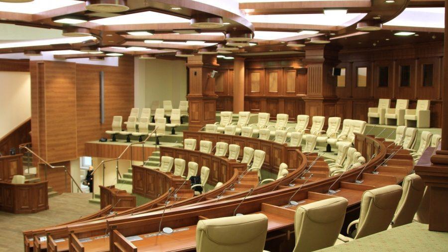 Депутаты вышли из отпуска. Сегодня открылась осенне-зимняя сессия парламента