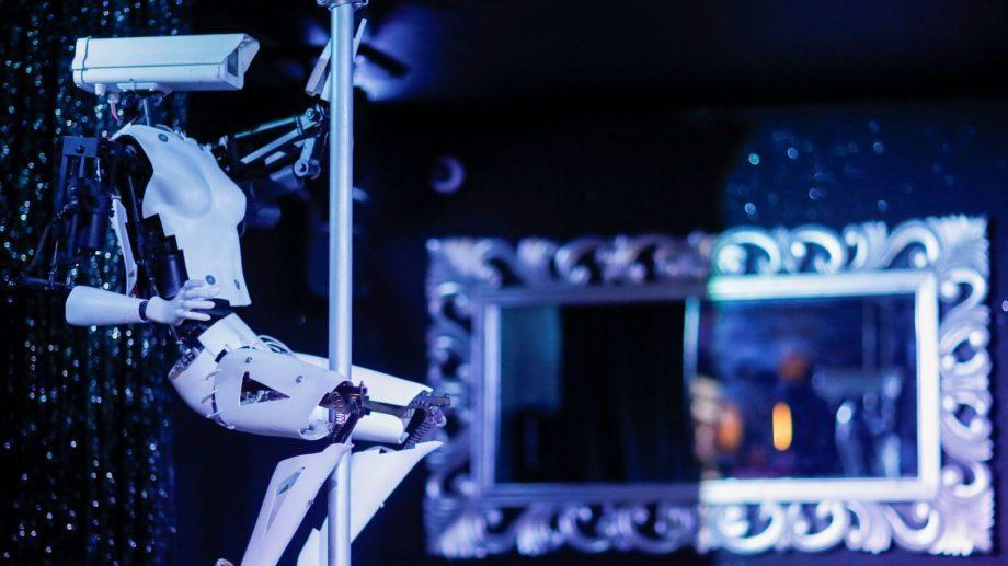 Роботы-стриптизеры выступят в французском клубе