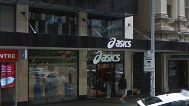 Asics извинилась за трансляцию порно-фильмов на наружном экране магазина
