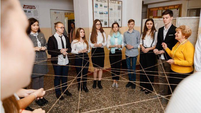 Около 330 тысяч учеников более чем из 1200 школ Молдовы узнают о возможностях ЕС для молодежи