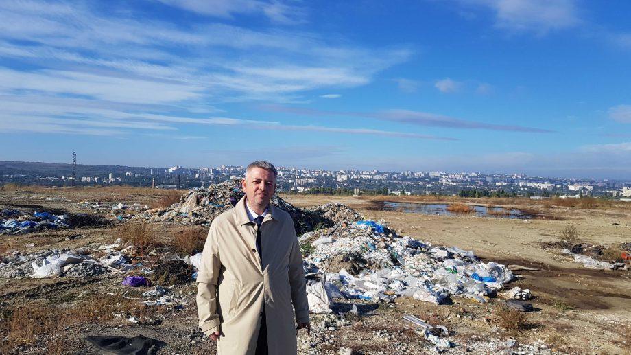"""Думитру Цыра посетил сегодня свалку в Бубуечь: """"Есть средства, но заняться этим некому: 152 млн. леев брошены в мусорную яму"""""""