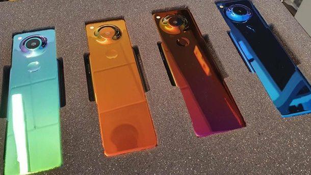 Essential выпустила необычный смартфон с вытянутым экраном
