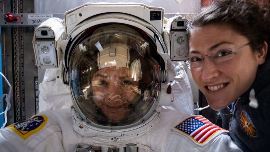 Подробности первого выхода в открытый космос женского экипажа