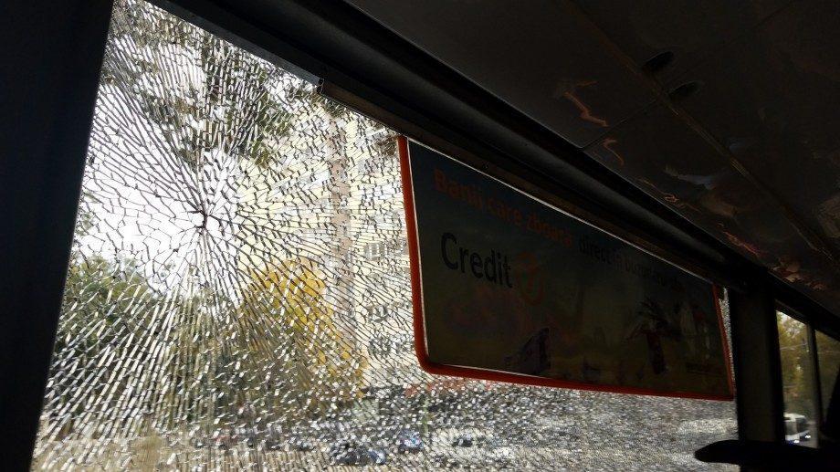 (видео) Сегодня утром неизвестный выстрелил в окно троллейбуса №22