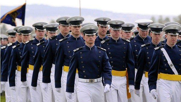 Молодежь из Молдовы может подать заявку на поступление в Военную академию ВВС США. Каковы условия участия