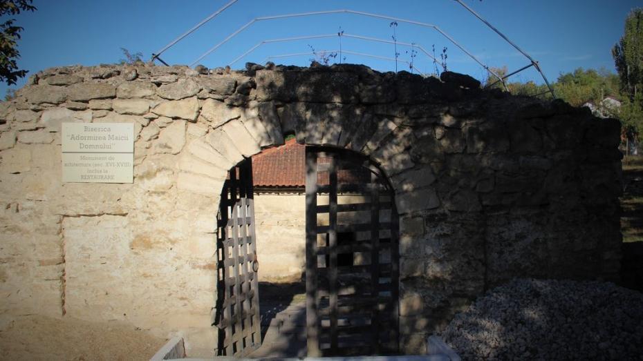 (фото) В Каушанах реставрируют подземную церковь Успения Богородицы, которая была построена еще в начале XVII века
