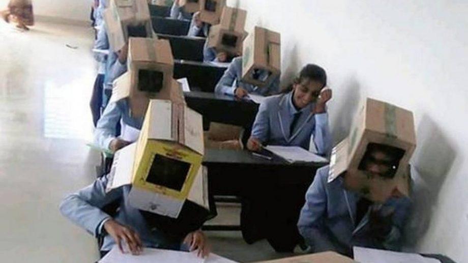 В Индии первокурсников колледжа заставили сдавать экзамен с коробками на головах. Для защиты от списывания