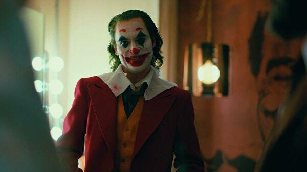Режиссер фильма Джокер рассказал о том, убил ли в финале герой картины свою соседку