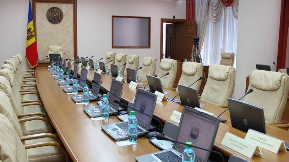 Стамате: «Правительство останется». Депутат ACUM: «следующая исполнительная власть будет сформирована советником президента Ионом Кику»
