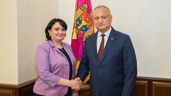 Что известно о новом министре здравоохранения, труда и социальной защиты Виорике Думбрэвяну