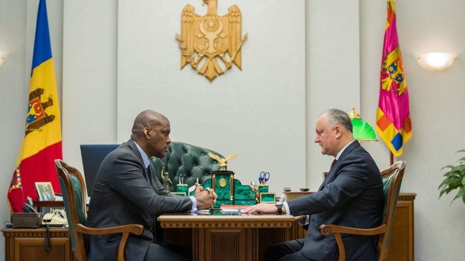 Додон встретился с послом США и сообщил ему о возможной отставке правительства