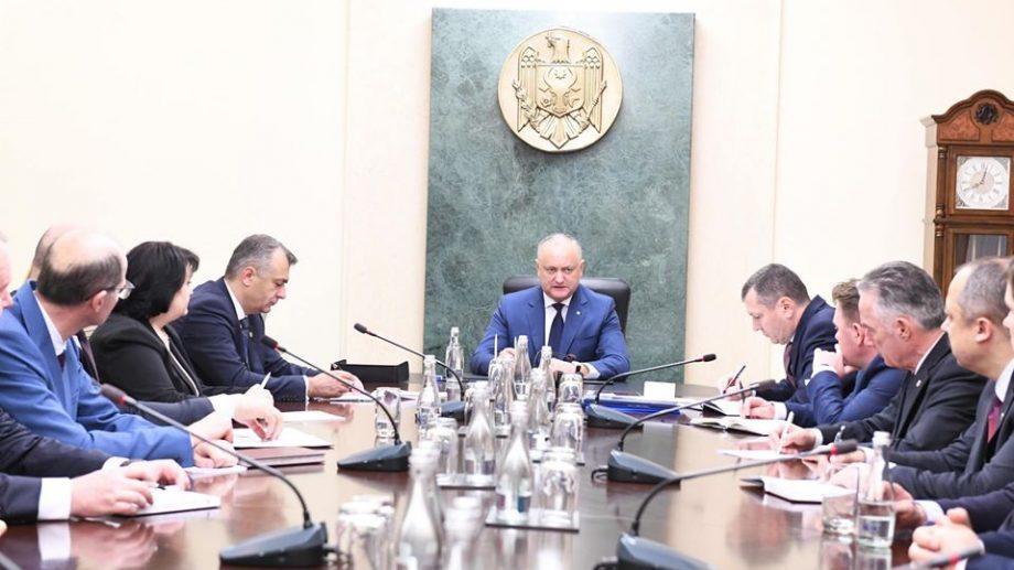 Заседание правительства было отменено, вместо это кабмин встретился с Додоном
