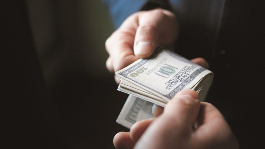 Коррупция обходятся каждому гражданину Молдовы в 150-230 евро ежегодно