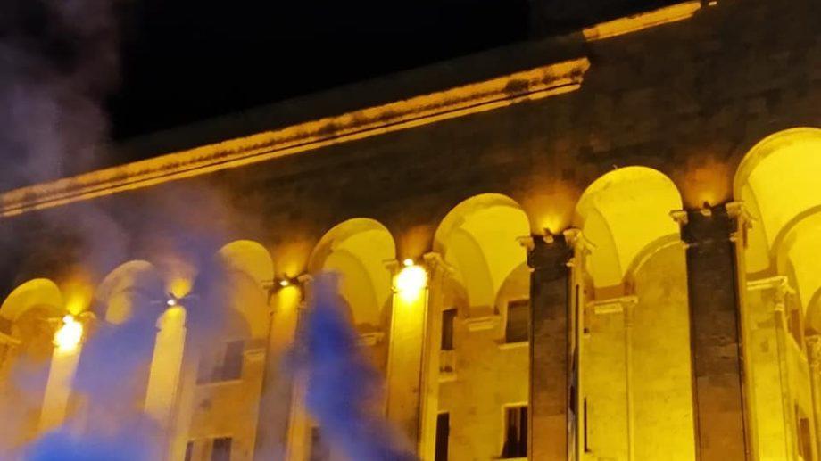 (видео) «Вместе против одного». В Тбилиси снова масштабный митинг