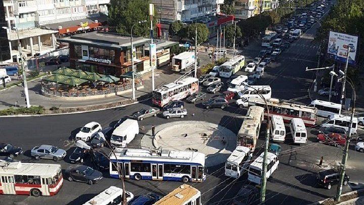 Что нужно знать о круговом движении в ПДД Молдовы