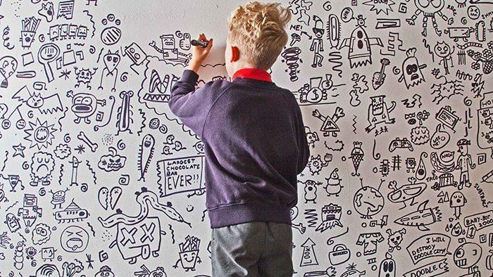 «Все эти стены твои». Девятилетнего мальчика, которого ругали за рисование на уроках, пригласили расписать ресторан