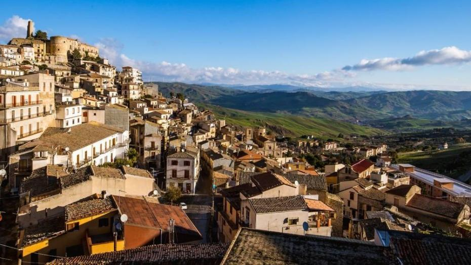 Почему в одном из городов Сицилии бесплатно раздают дома