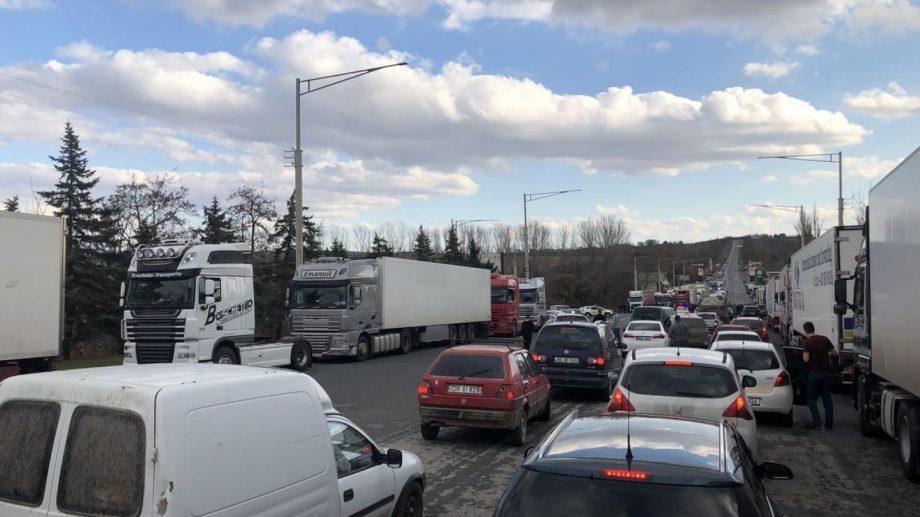 (видео) Водители перекрыли трассу Кишинев-Бельцы. Каковы их требования