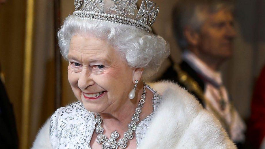 Никогда не поздно. Королева Елизавета II решила отказаться от натурального меха
