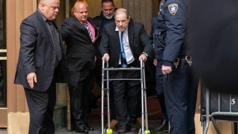 Харви Вайнштейн договорился заплатить 25 миллионов долларов женщинам, обвинившим его в домогательствах. Продюсеру не придется признавать вину