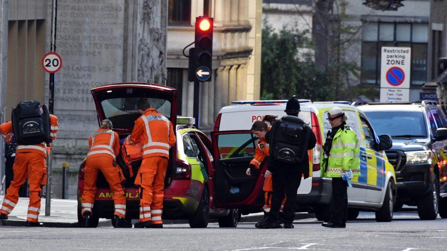 (видео) Доприезда полиции террориста в Лондоне обезвредили прохожие. Среди них оказался и пожизненно заключенный