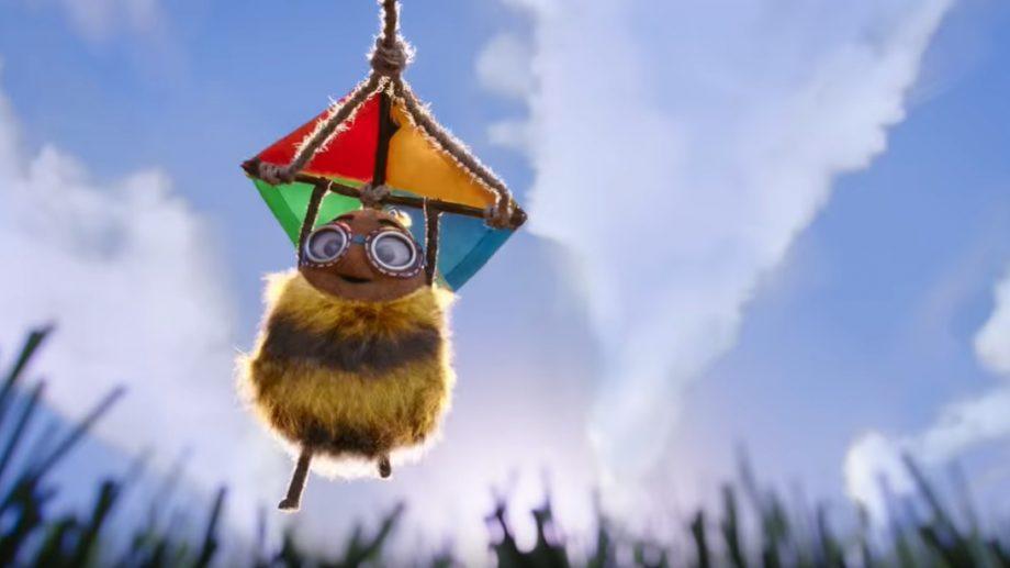 (видео) I believe I can fly. Австралийский банк снял рождественский ролик про шмеля, который очень хотел летать