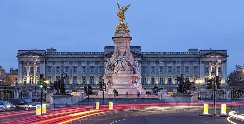 Вакантная должность в Букингемском дворце. Сотруднику обещают более миллиона леев в год