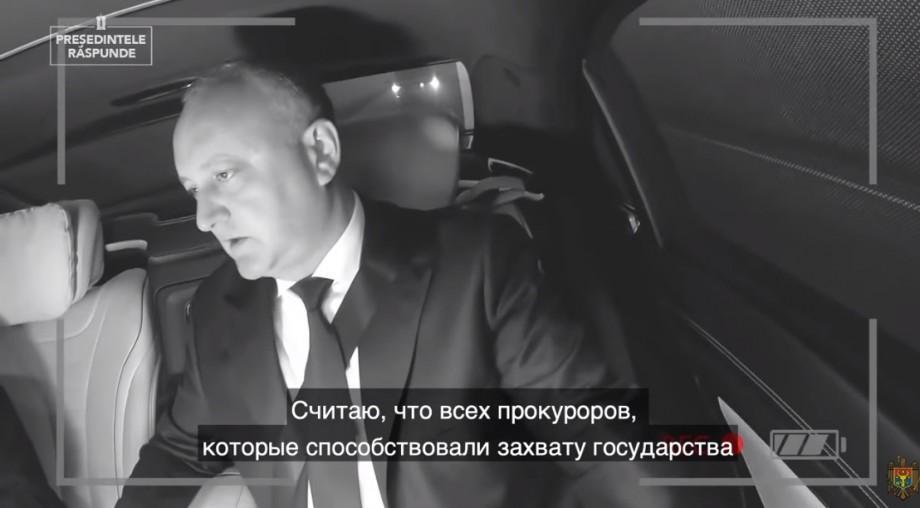 (видео) «У меня напряженный график, поэтому я отвечу на вопросы в автомобиле». Игорь Додон продолжает свою деятельность в качестве влогера