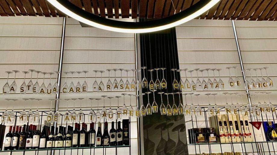 (фото) Как одно из Кишиневских винных заведений подготовилось ко дню рождения Михая Эминеску