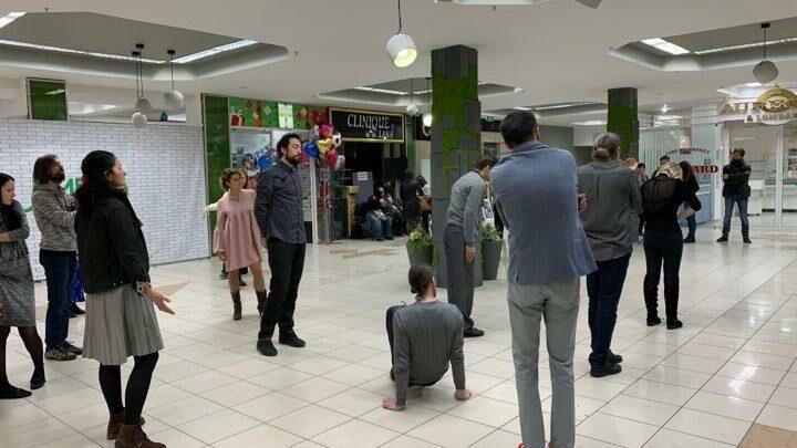 (фоторепортаж) Театральный перформанс в одном из столичных торговых центров