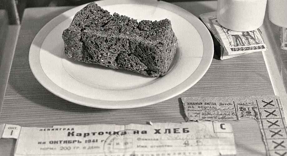 «Закупили около 5 кг столярного клея; варим из него желе с лавр. листом и едим с горчицей». Блокадные дневники