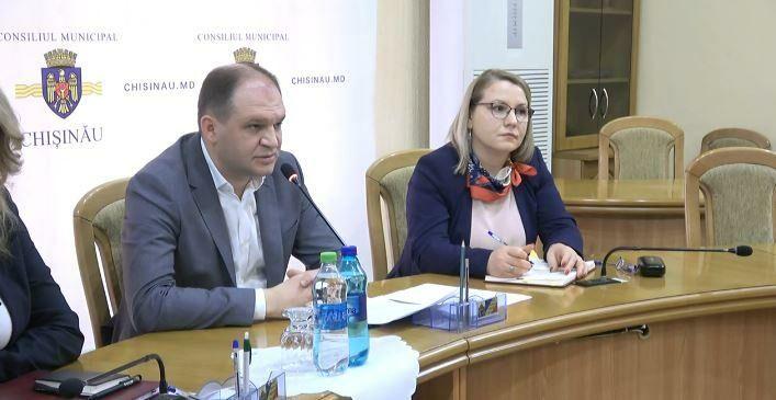 Мэр Кишинева предложил штрафы в размере около 5 или 10 тысяч леев за выброс мусора в общетвенных местах
