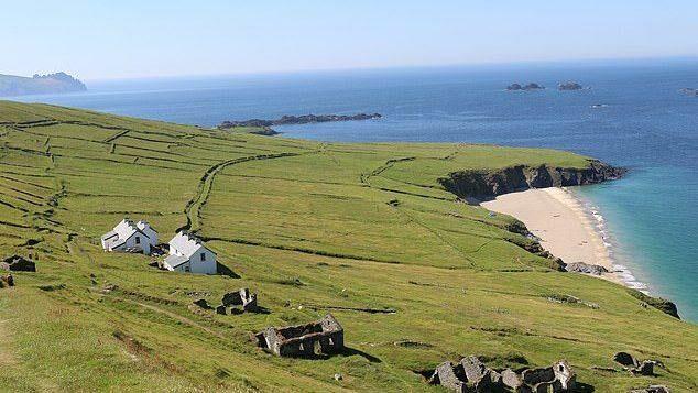 (фото) Для любителей уединенности и виски. Остров-отшельник в Ирландии ищет смотрителей