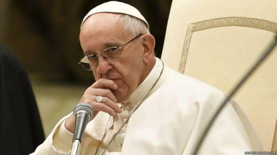 Папа римский извинился за то, что ударил женщину по руке